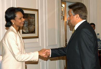 US-Außenministerin Rice mit dem pakistanischen Präsidenten Musharraf: Schaden soll jetzt repariert werden