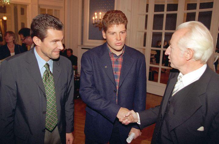 Ex-Tennisprofi Steeb (l.), Ex-Radfahrer Ullrich (M.), Sportmediziner Keul (r.) (Archivbild von 1997): Großer Einfluss auf den deutschen Spitzensport
