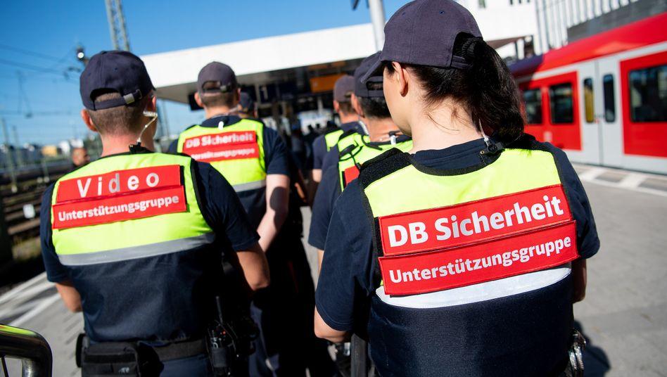 Sicherheitskräfte der Bahn