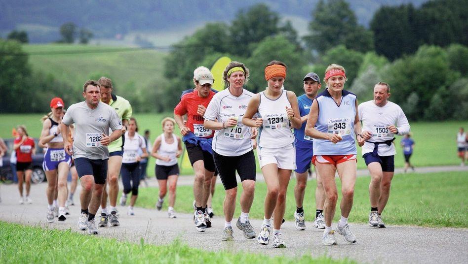 Mondsee-Halbmarathon-Läufer bei Salzburg