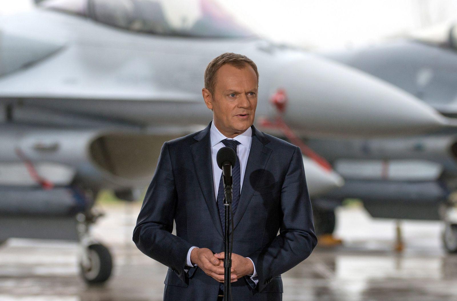 Polish PM Tusk visits Lask Tactical Air Base