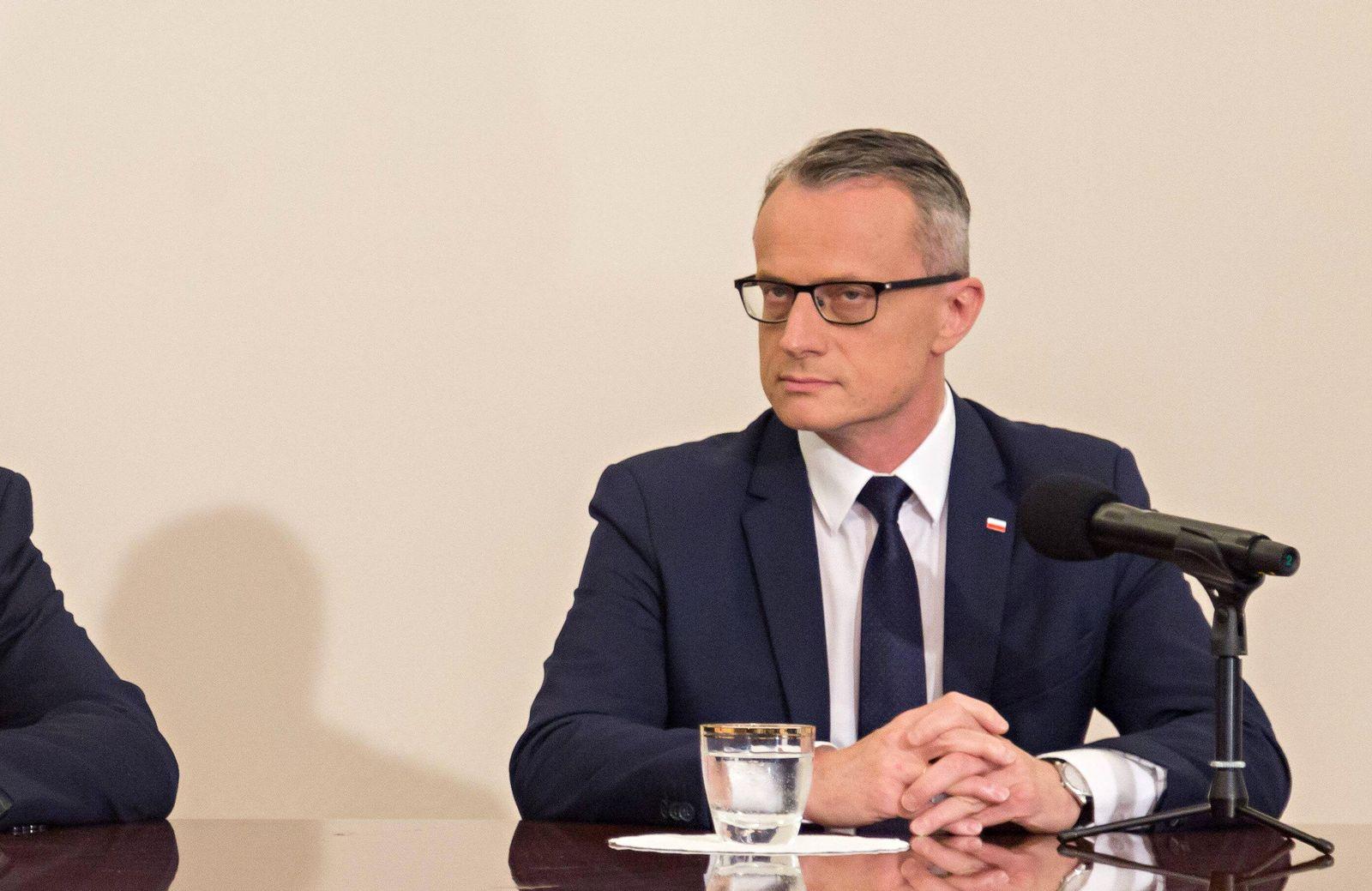 EINMALIGE VERWENDUNG Marek Magierowski