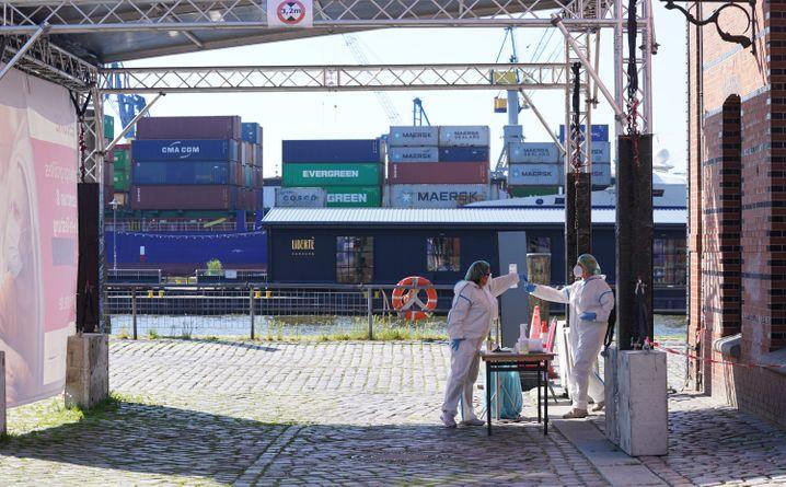 Schnelltest-Station am Hamburger Hafen
