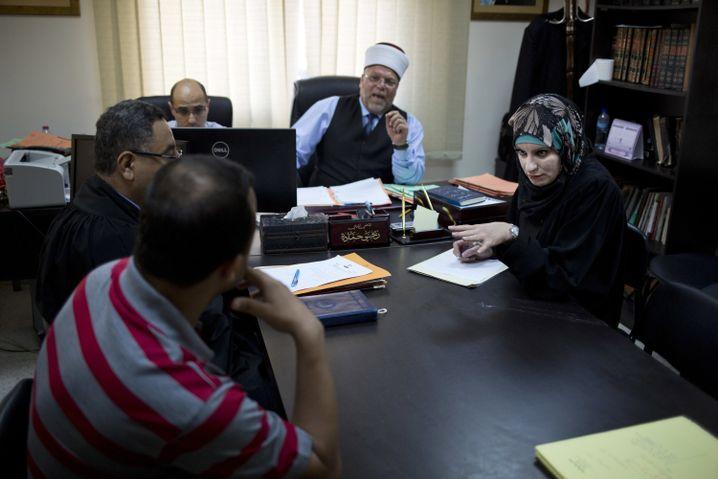 """Verhandlung vor Gericht: """"Frauen würden sich jeden Tag scheiden lassen"""""""