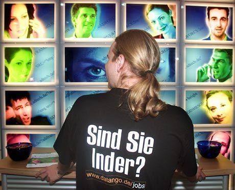 Ausländische Spezialisten sind umworben - hier bei einer Berliner Internet-Fachmesse