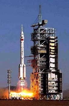 """Start der Rakete vom Typ """"Langer Marsch"""" CZ-2F: Angst vor Ambitionen chinesischer Militärs"""