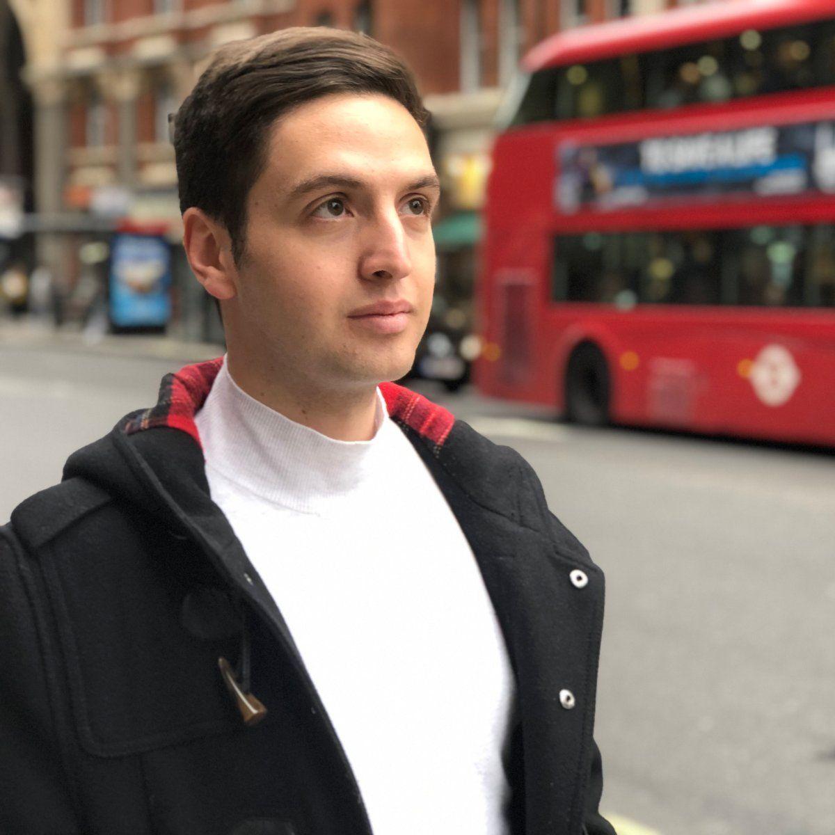 EINMALIGE VERWENDUNG Andrea Carlo, 22, aus London