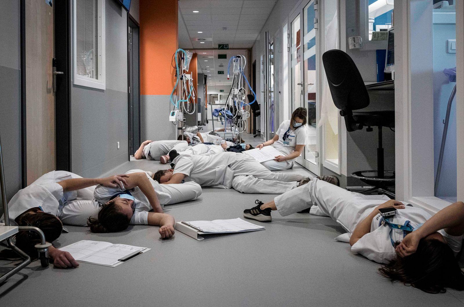 BELGIUM - INTERNATIONAL NURSE DAY ACTION AT MONT LEGIA HOSPITAL