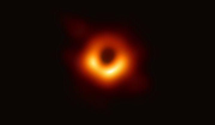 Originalaufnahme vom schwarzen Loch in der Galaxie M87