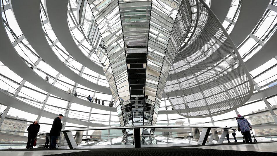 Reichstagsgebäude in Berlin: Wirtschaft fürchtet neue Auflagen
