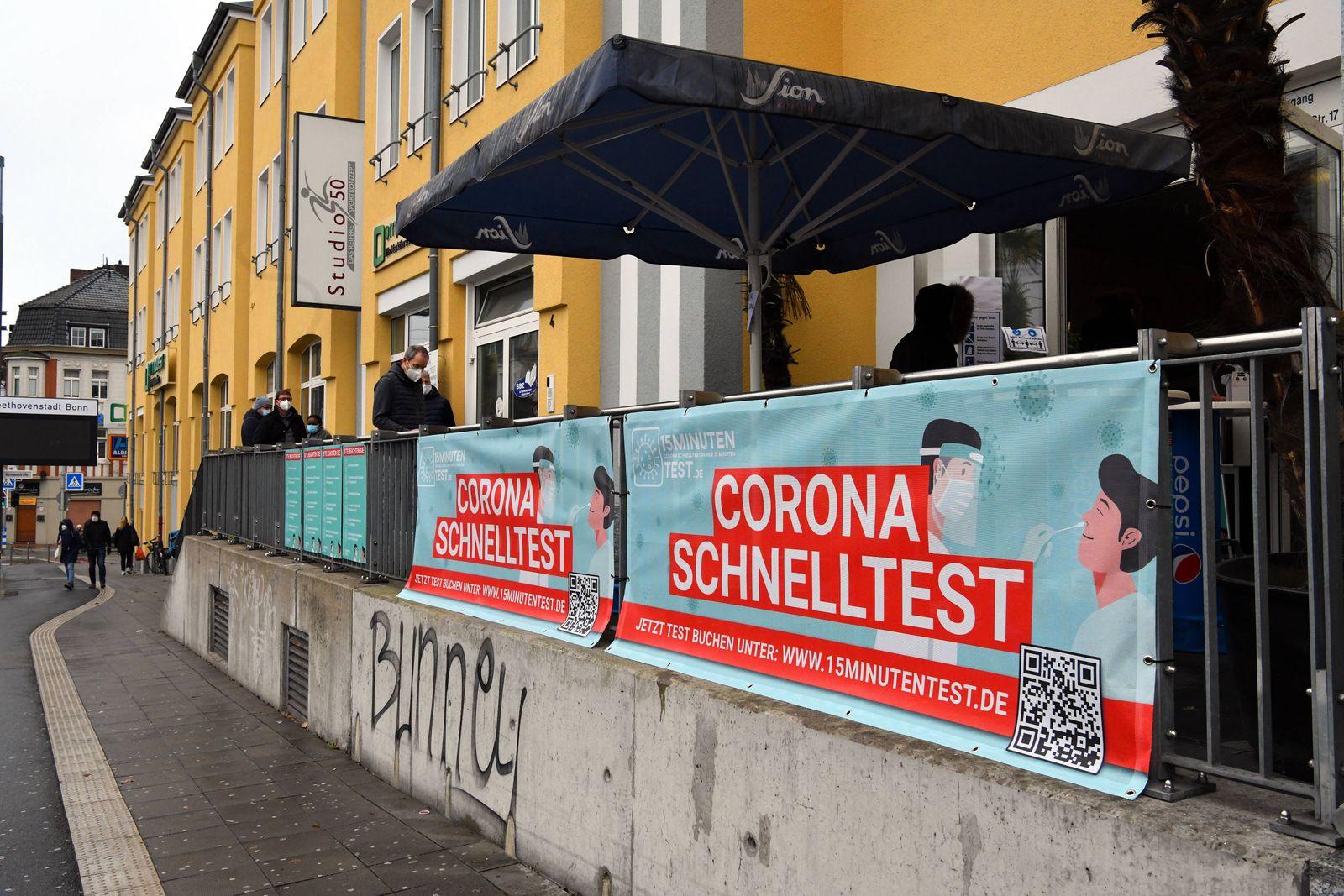 Deutschland, Bonn, 21.12.2020 Corona Schnelltest Foto: Heute eroeffnete in Bonn die erste Einrichtung für den Corona-Sc