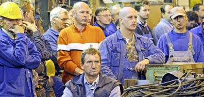 Workers at Kiel's Lindenau dockyard: Ironically, the economic downturn is affecting those who were responsible for the recovery of the last few years.