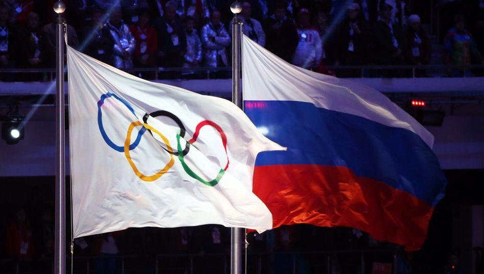 Olympische und russische Flagge