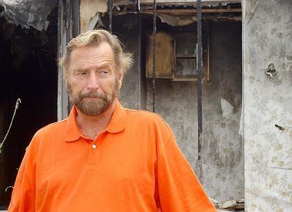 John G. Anderson: Wegen eines Streits im Internet wurde sein Mobilheim abgefackelt