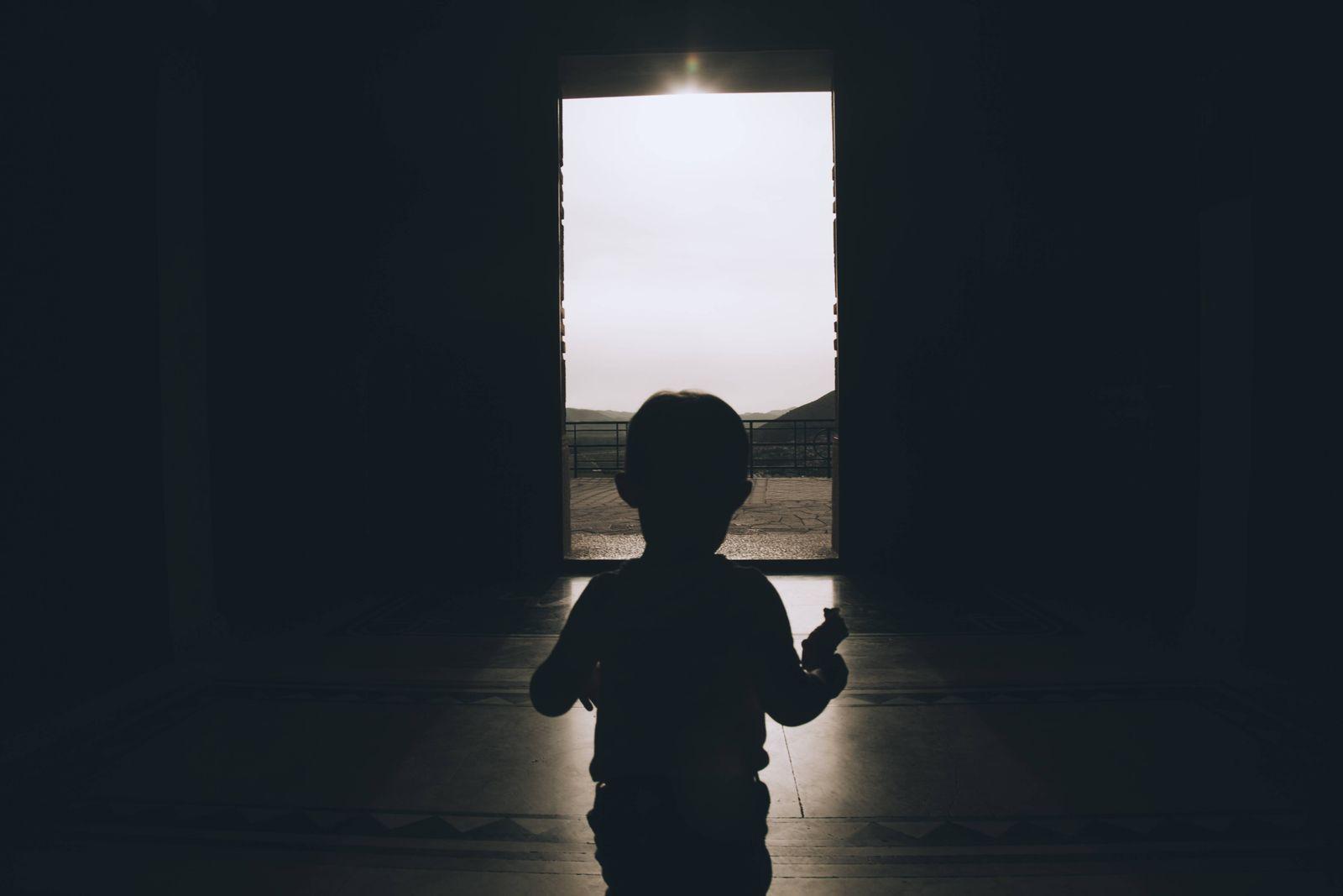 EINMALIGE VERWENDUNG Bosnia and Herzegovina Trebinje silhouette of little boy walking to exit of a house model released