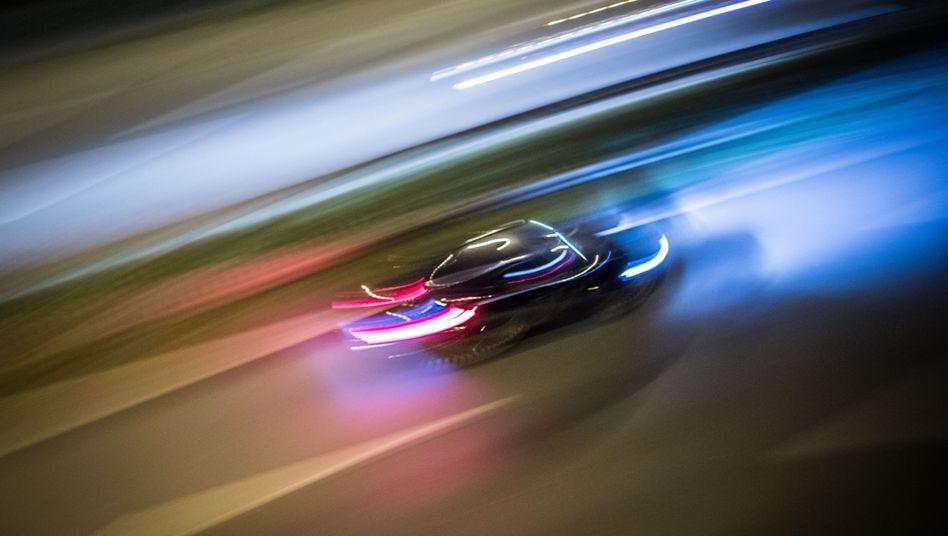 Fahrzeug auf der Autobahn 661