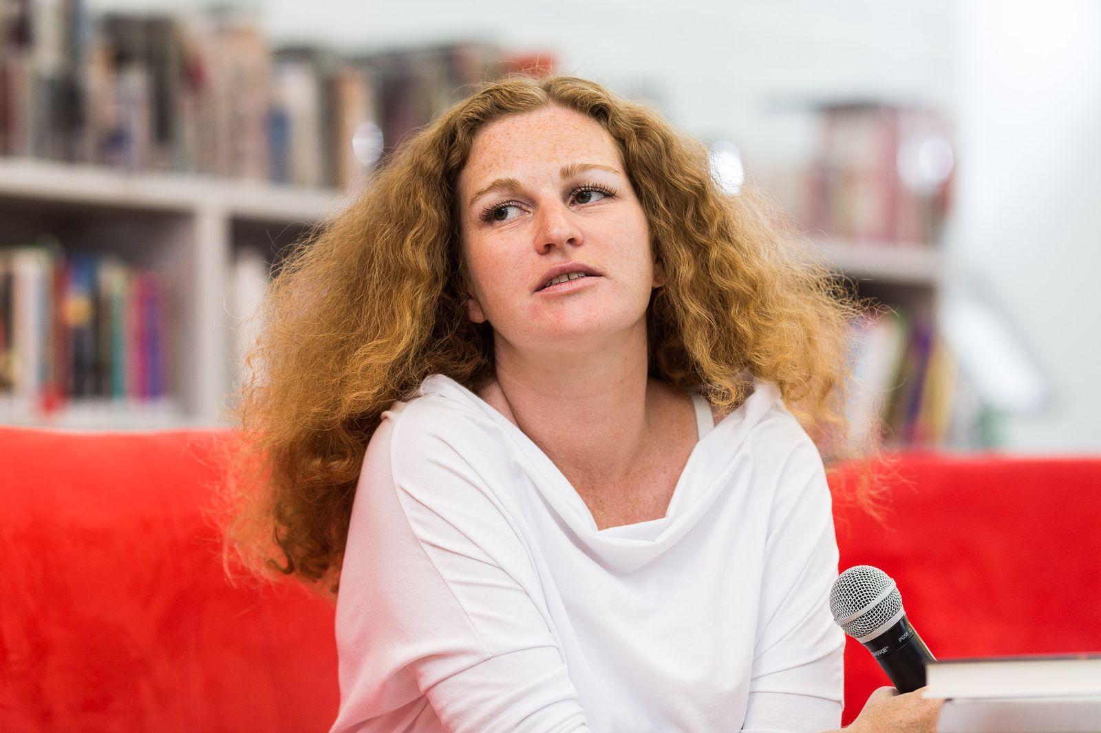 EINMALIGE VERWENDUNG Buch/ Zanna Sloniowska: Das Licht der Frauen