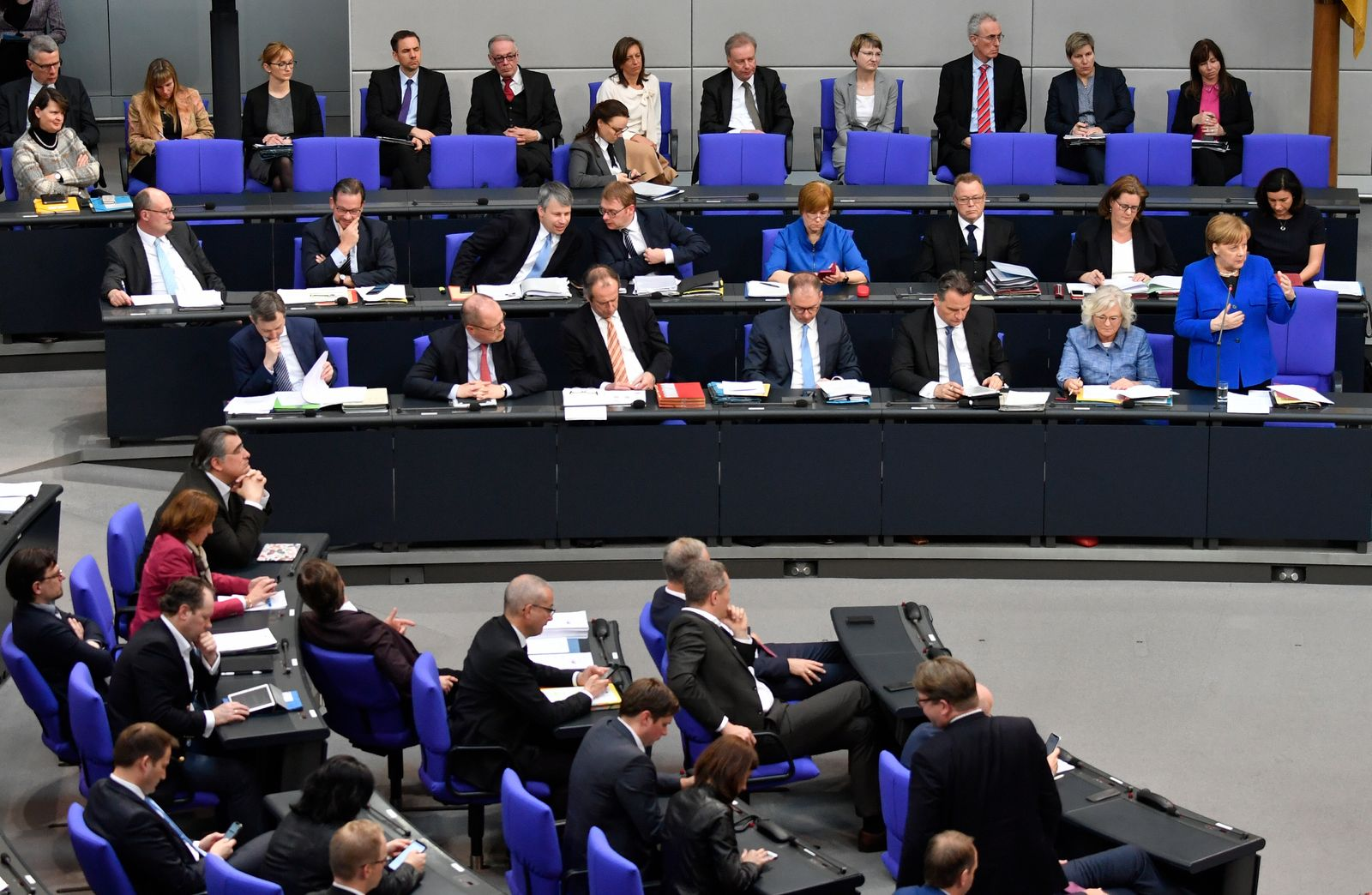 Chancellor Merkel answers MPs' questions ahead of key EU summit on Brexit