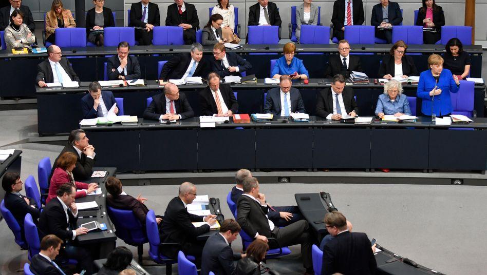 Regierungsbank im Bundestag: Mittelständler fordern Entlastung statt neuer Regulierungen