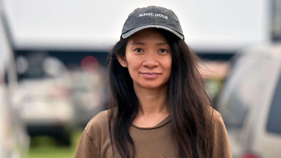 """Die 38-jährige Chloé Zhao gewinnt mit """"Nomadland"""" ihren ersten Goldenen Löwen"""