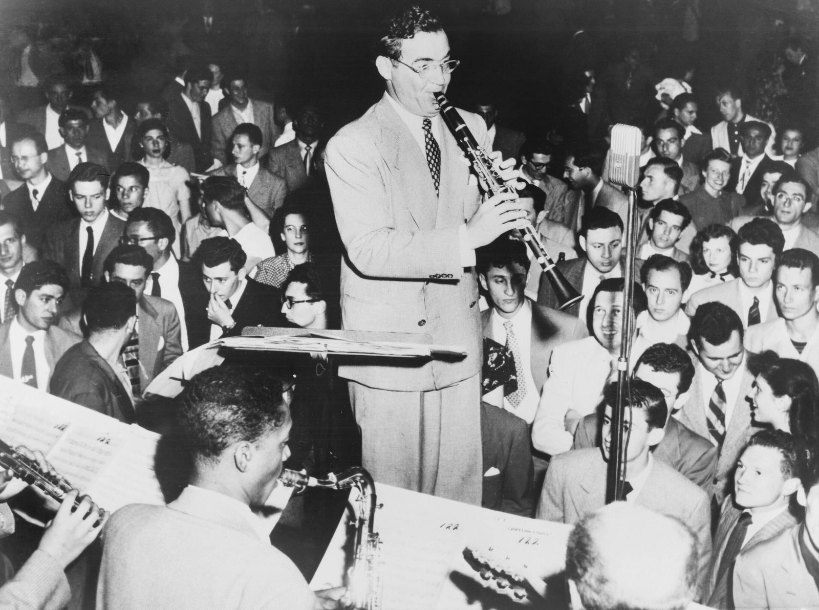 Benny Goodman (1909-86), playing clarinet, admirers look and listen. Goodman s Swing dance music was so loved, the dance