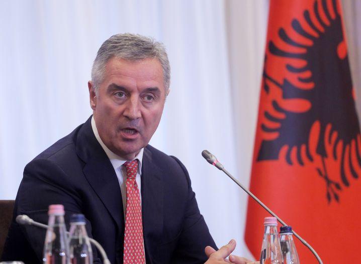 Milo Djukanovic: Das neue Kirchengesetz unterschrieb er kurz nach der Verabschiedung, die Öffentlichkeit reagierte empört