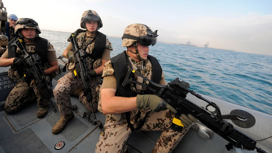 Bundeswehrsoldaten vor Somalia: Künftige Einsätze bis zwei Kilometer ins Landesinnere