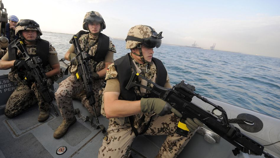 Bundeswehr soldiers practice an anti-piracy maneuver off the coast of Djibouti.