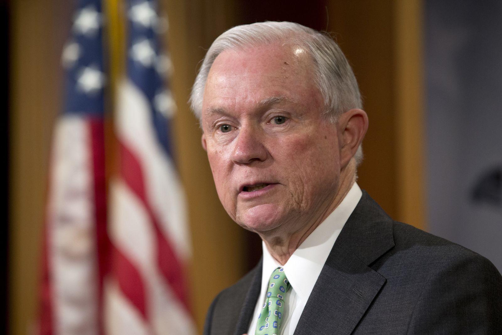 Congress Supreme Court ImmigratioPersonen gegen Obama/ Waffen/ Jeff Sessions