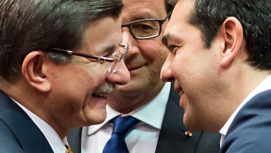 Ahmet Davutoglu (l.), Alexis Tsipras