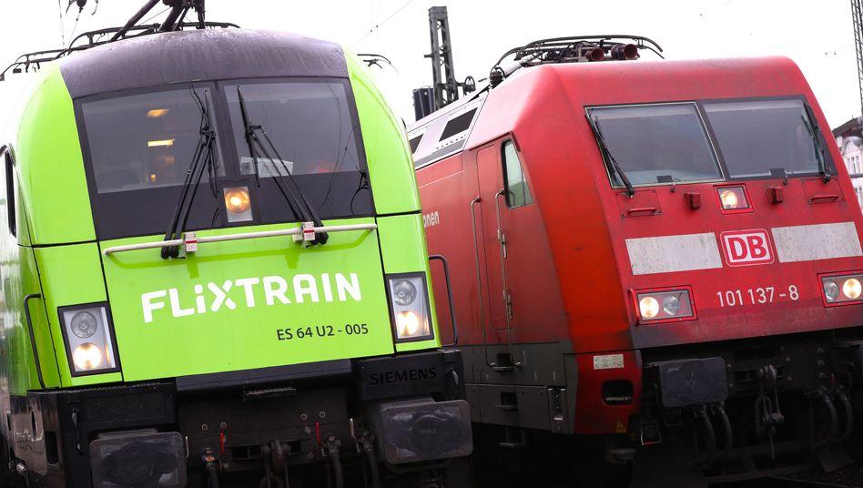 Lokomotive eines Flixtrains bei seiner Premierenfahrt in Hamburg im März 2018