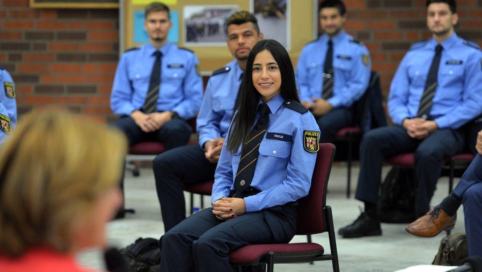 Polizeistudierende mit Migrationshintergrund in der Hochschule der Polizei in Rheinland-Pfalz