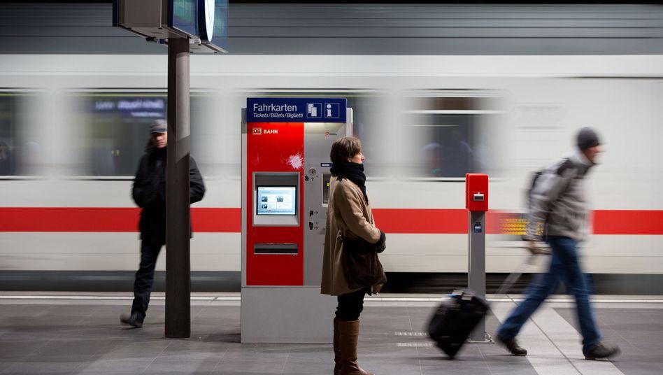 Fahrkartenautomat: Die Bahn erhöht wieder mal die Preise