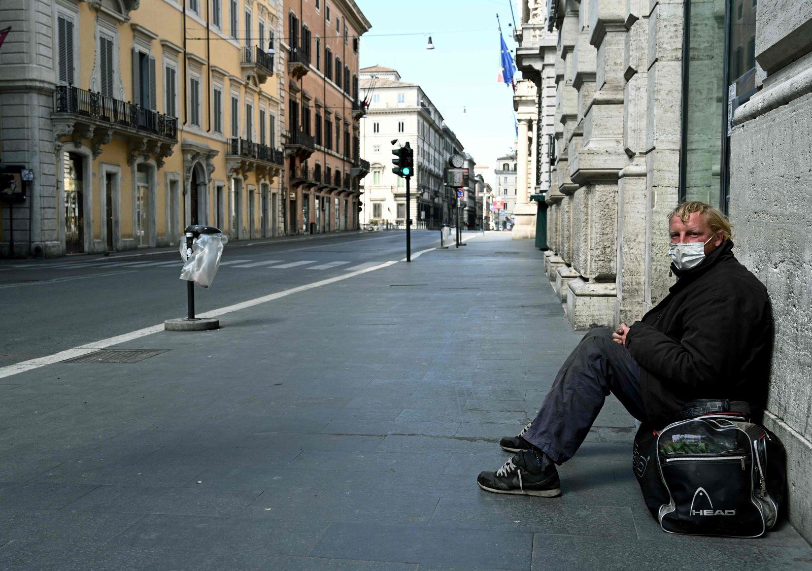 TOPSHOT-ITALY-HEALTH-VIRUS-HOMELESS
