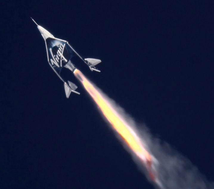 """""""VSS Unity"""", das Weltraumschiff von Virgin Galactic, bei einem Testflug im Februar"""