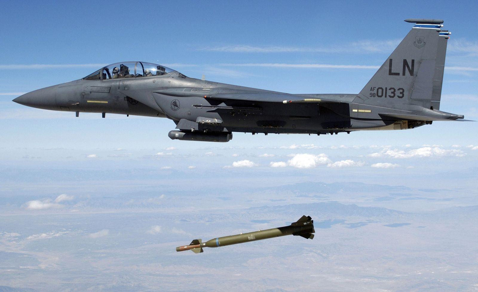 F-15-Jagdbomber / GBU-28