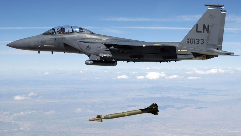 F-15E-Jagdbomber (Archivbild): Knappe Munition?