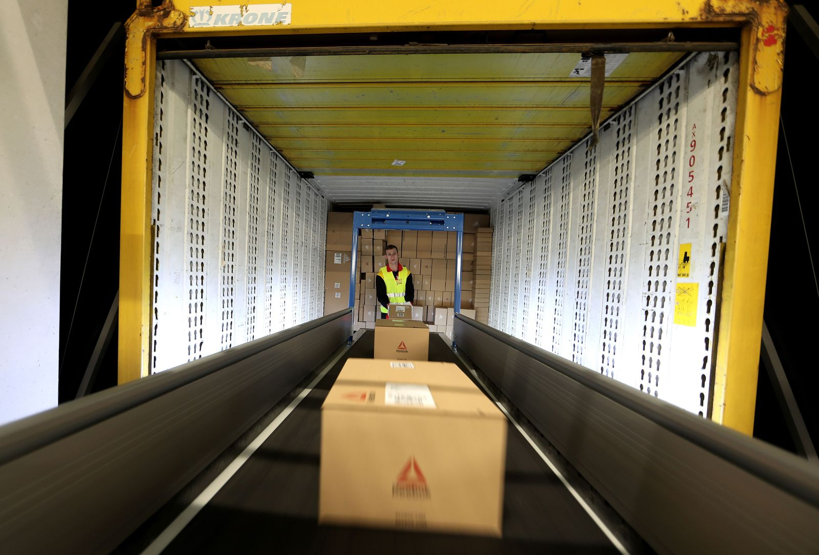 Deutsche Post DHL opens new mega parcel centre in Bochum