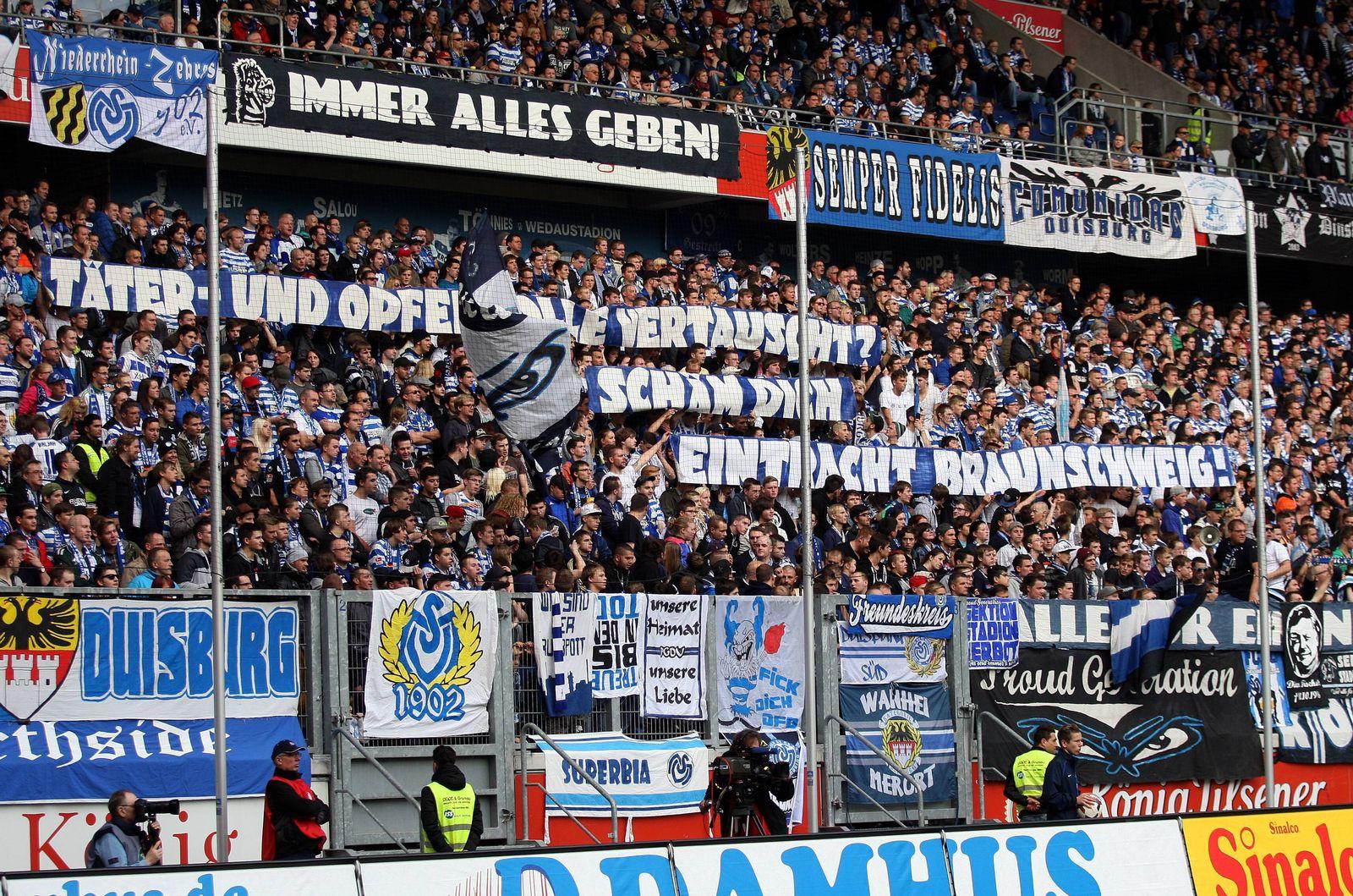 EINMALIGE VERWENDUNG MSV Duisburg vs Saarbrücken / Fans / Kohorte