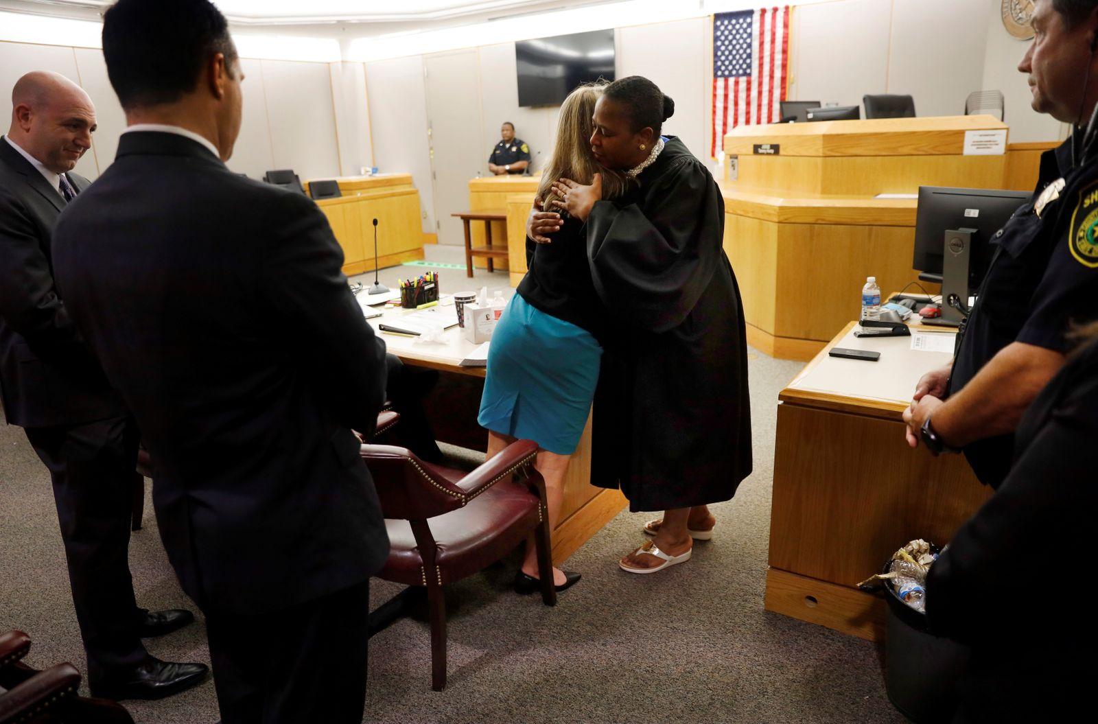 Texas Dallas Richterin umarmt Verurteilte