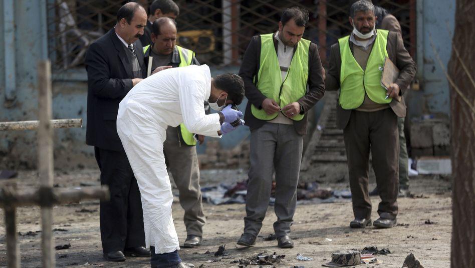 Sicherheitskräfte am Tatort in Kabul