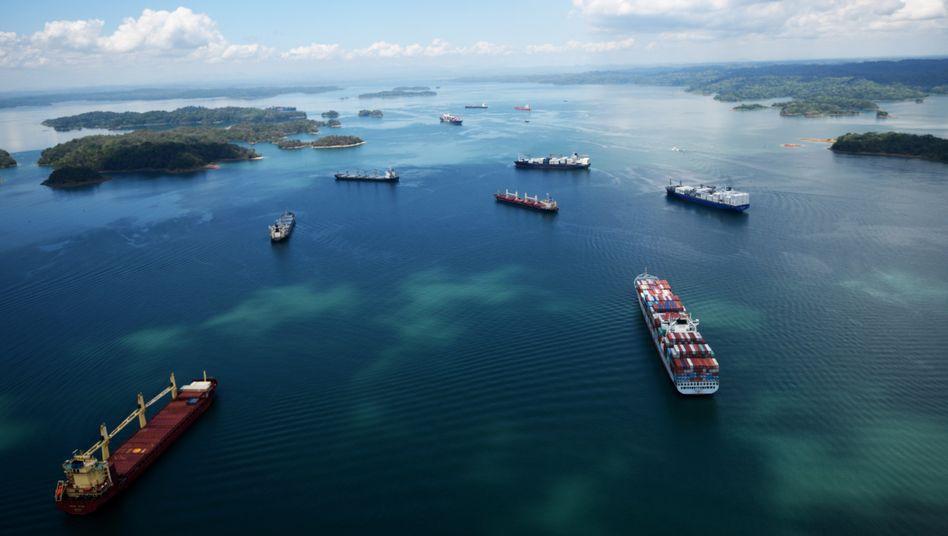 Handelsschiffe im Panamakanal: Unternehmen sparen Abgaben in Höhe von Hunderten Milliarden Euro