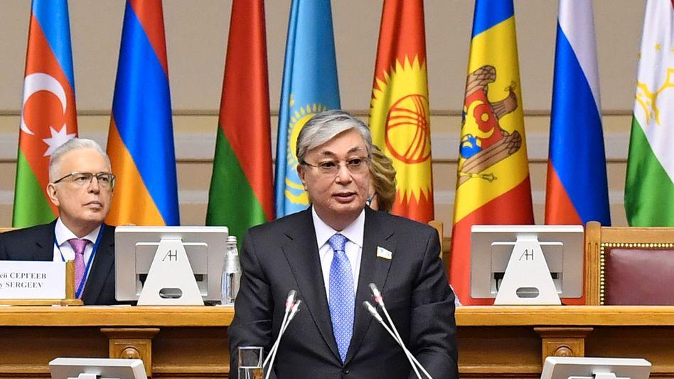 Kasachstans neuer Präsident, Kassym-Schomart Tokajew, spricht vor dem Parlament