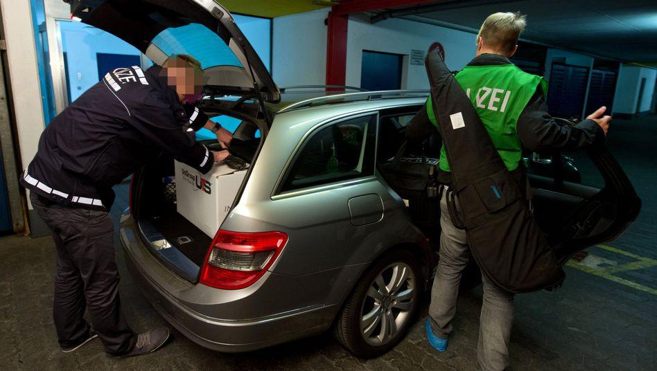 Ermittler in München: Umfangreiche Durchsuchungen