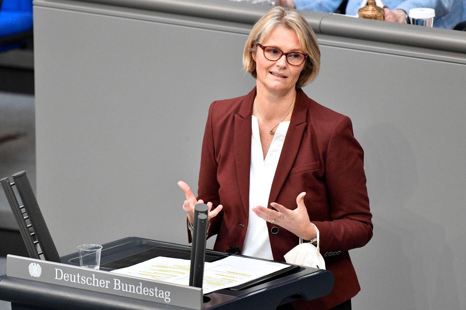 Anja Karliczek in der 222. Sitzung des Deutschen Bundestages im Reichstagsgebäude. Berlin, 16.04.2021 *** Anja Karlicze