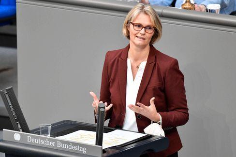 Anja Karliczek während einer Sitzung des Bundestages