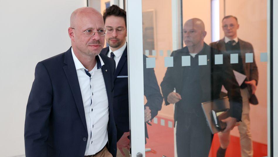 Ex-AfD-Mitglied Andreas Kalbitz nach der AfD-Fraktionssitzung in Potsdam
