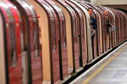 Leere U-Bahn in London: Verunsicherte Passagiere fragen nach Fahrrädern