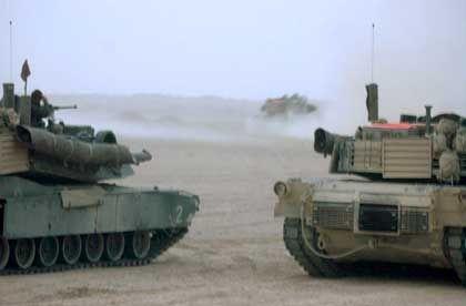Bewaffnete Fahrzeuge des 2. US-Panzerbataillons im Irak