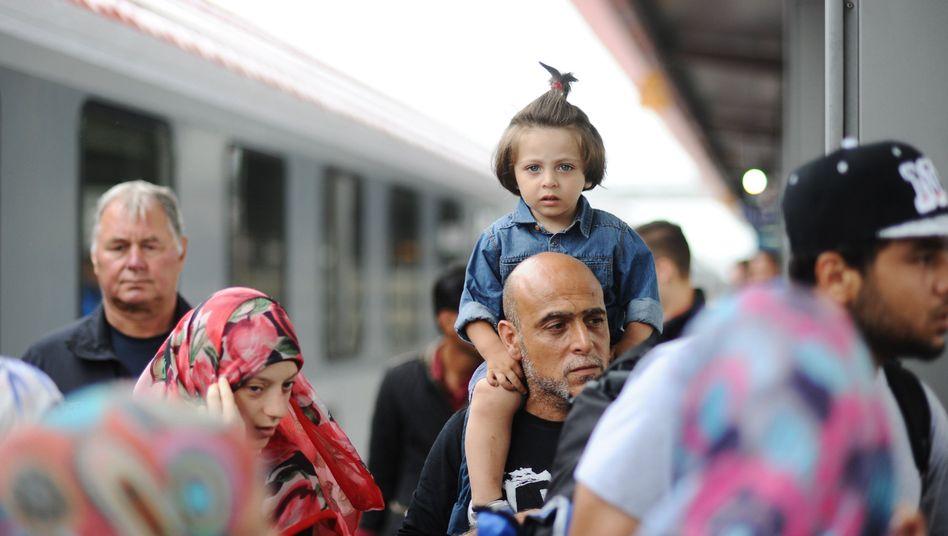 Syrische Flüchtlinge am Bahnhof in Rosenheim